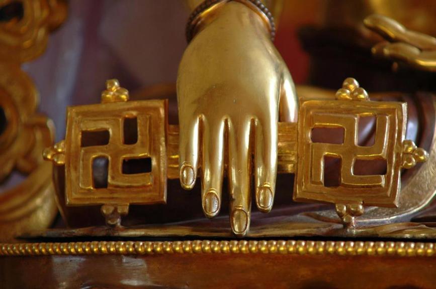 buddha hand holding chakshing
