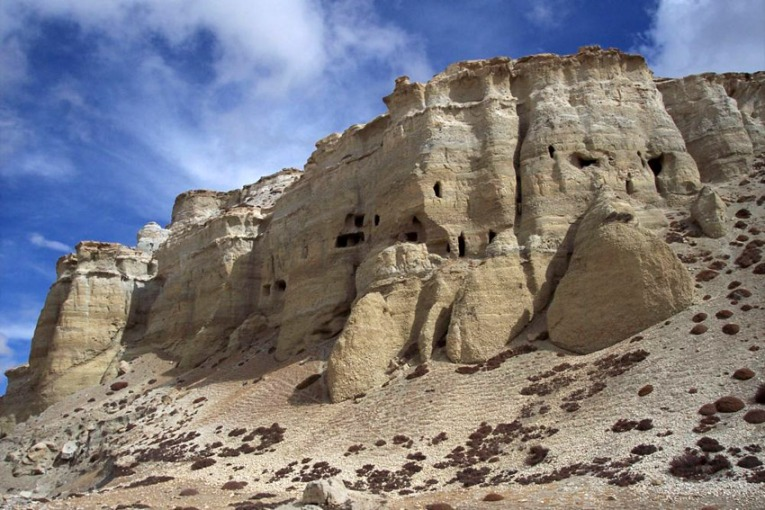 white caves of mustang