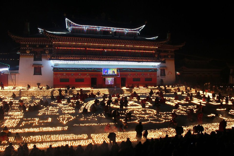 Nangzhig-Monastery-at-night