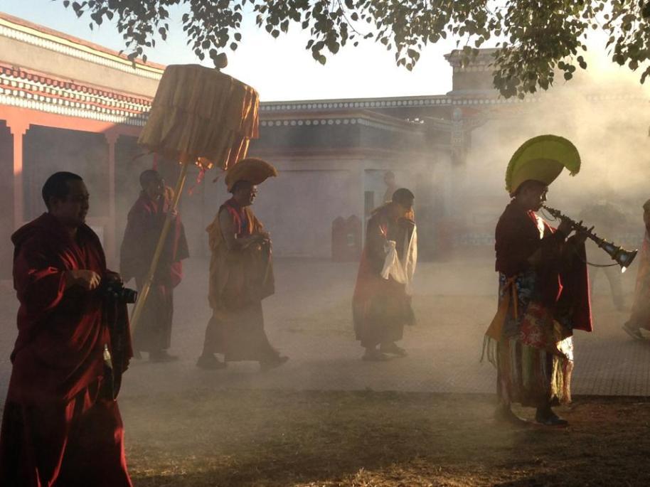 HE Menri Lopon Rinpoche returns to Menri 2