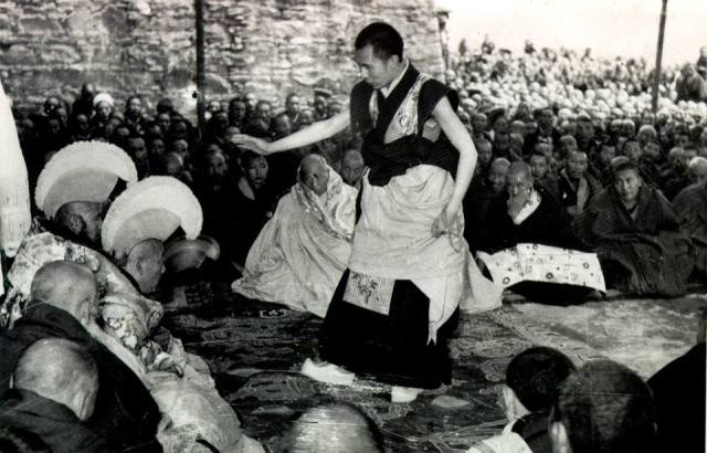 HH debating during final geshe degree 1958 Lhasa