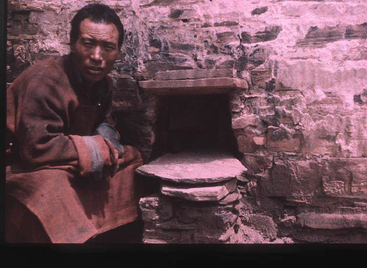 monk in 1936 Gyantse and food opening for strict retreats