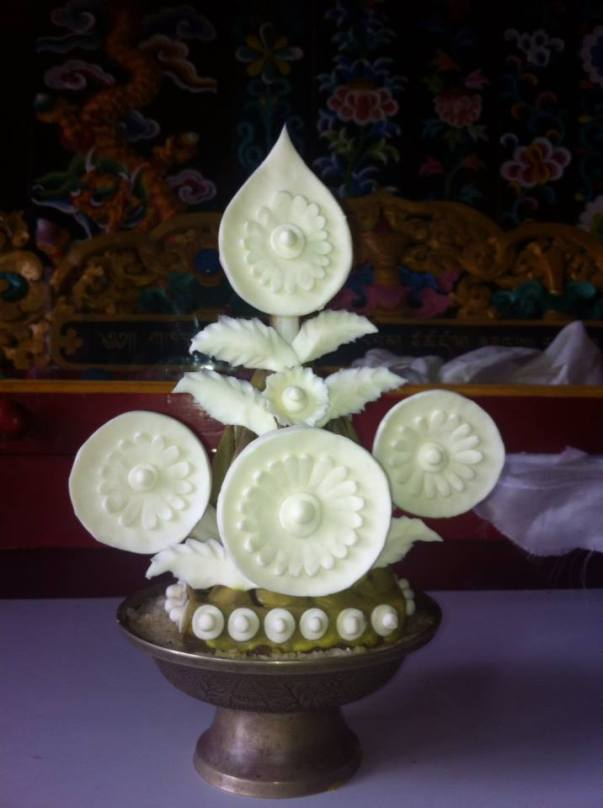 torma with butter ornaments