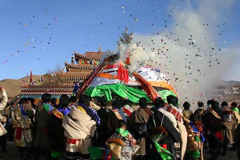 raising lungta at Nangzhik monastery